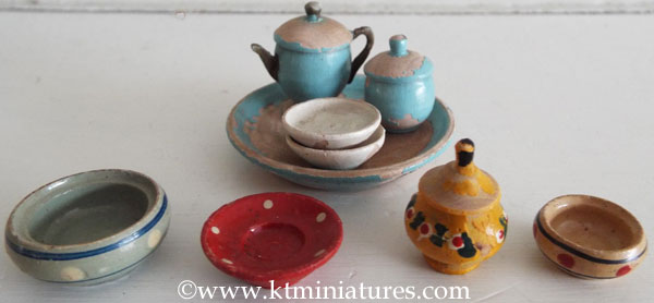 Assorted-Vintage-Wooden-Plates,-Tray,-etc.-For-Dolls-House