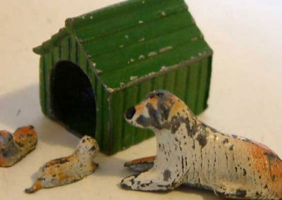 1950s Barrett Lead Dog, Two Puppies & Kennel @ £38.95