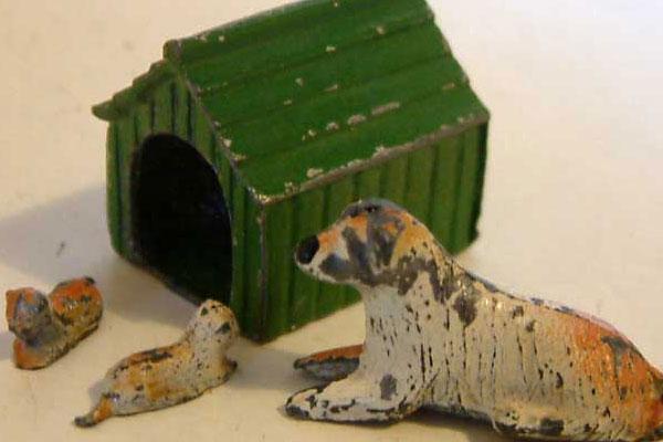 1950s Barrett Lead Dog, Two Puppies & Kennel @ £38.95