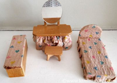 Vintage Mixed Dol-Toi Bedroom Set With Heart Fabric @ £10.50 (4 pieces)SOLD