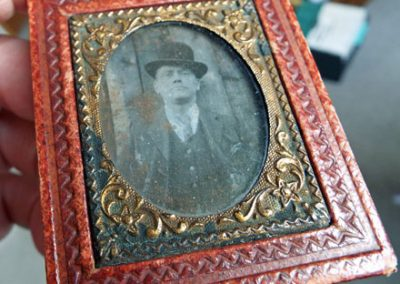 Old-Leather-Framed-Photo4