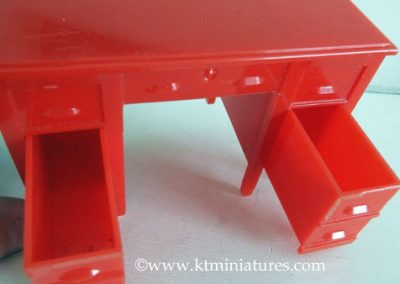 Rare-Kleeware-Red-Desk7
