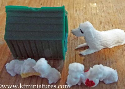 Vintage Barton Plastic Kennel & Dogs (Unused) @ £4.50