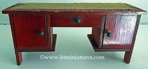 vintage-wooden-desk